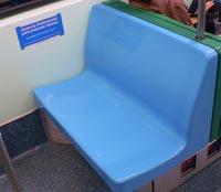 Foto dubbelbrede zitplaats in trein van de metro