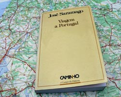 Foto boek op landkaart