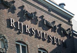 Foto naam Rijksmuseum op gevel