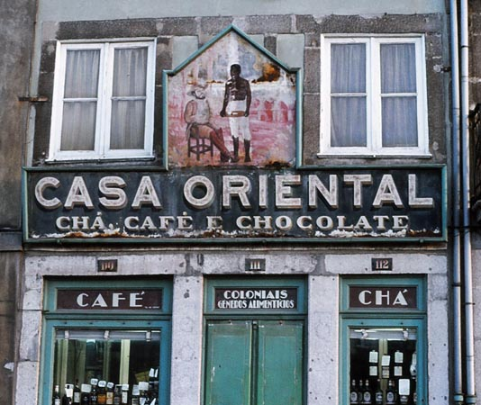 Foto winkel met koloniale waren