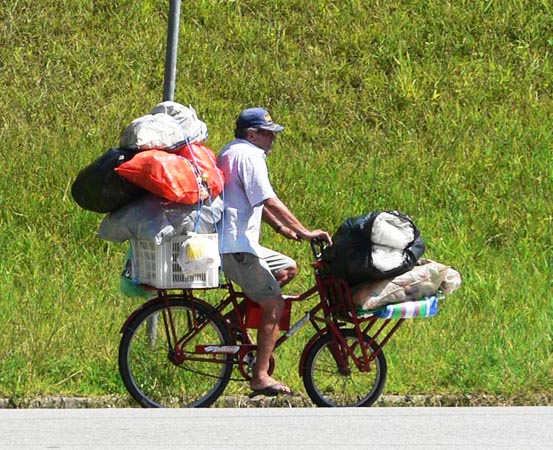 Fietser met veel bagage