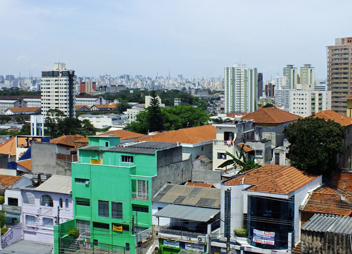 Foto wijk in São Paulo met skyline