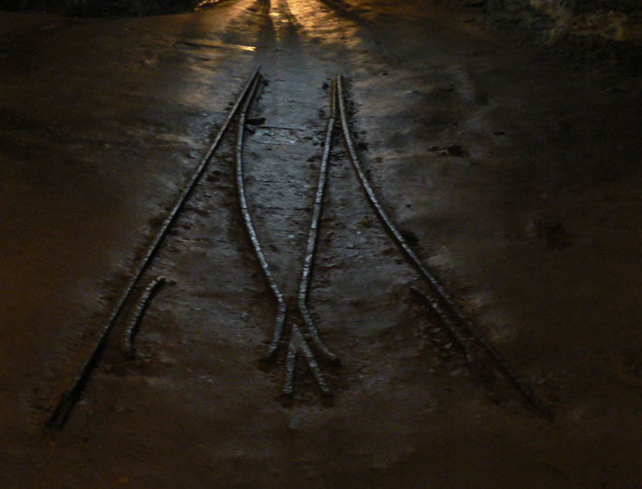 Foto resten spoorlijntje in goudmijn Brazilië