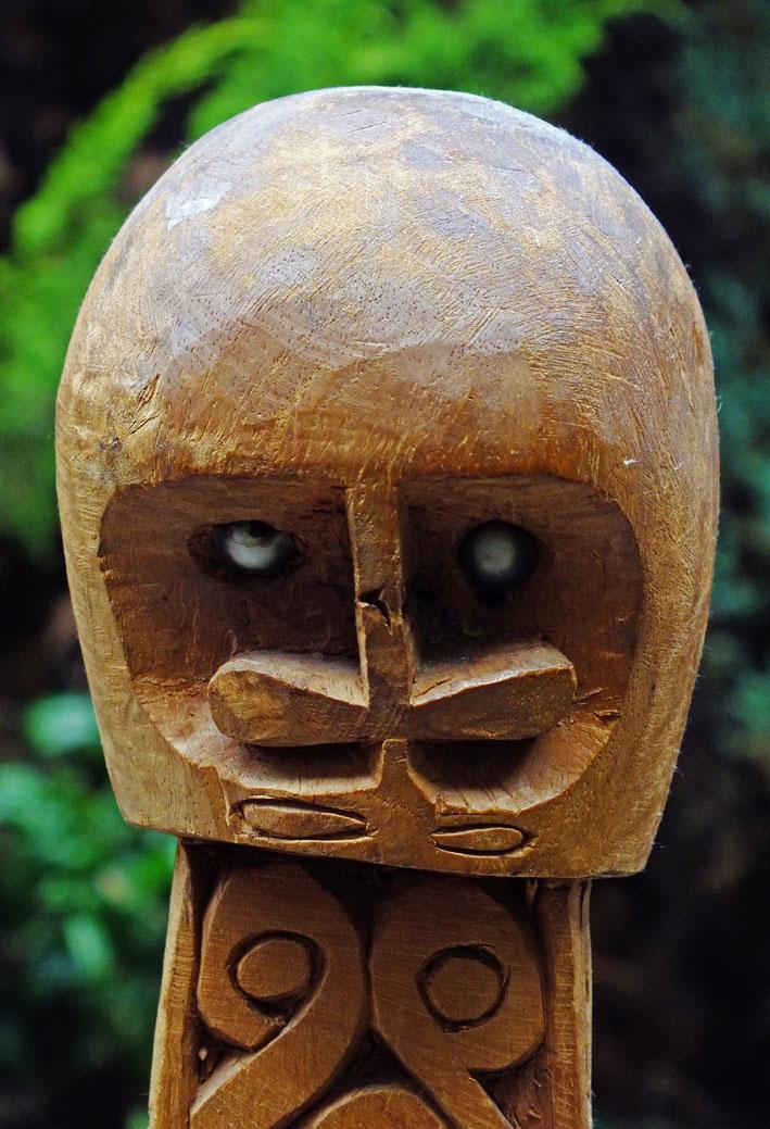 Foto van houten beeldje uit Nederlands Nieuw-Guinea
