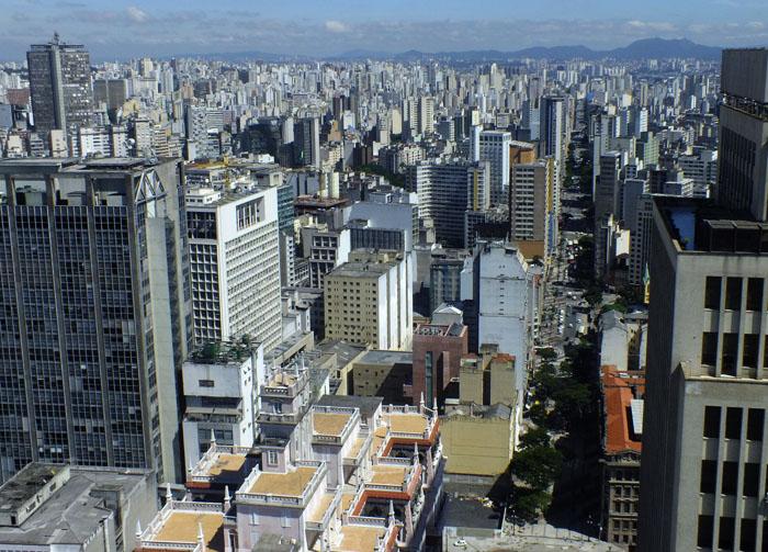 Uitzicht op São Paulo vanaf toren: zee van gebouwen
