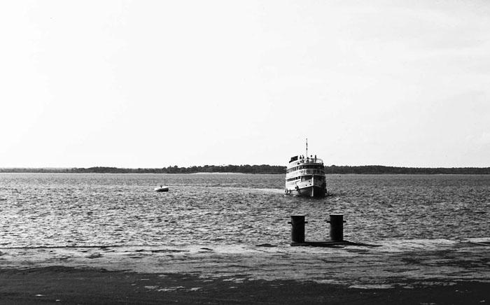 Foto van boot op de Amazonerivier
