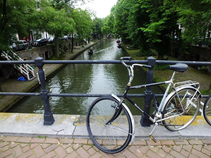 Foto van fiets op brug Oudegracht