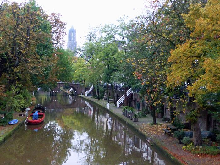Foto Oudegracht Utrecht met Domtoren