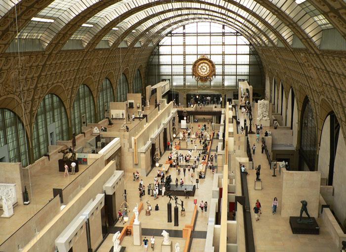 Foto van de grote hal van het museum d'Orsay