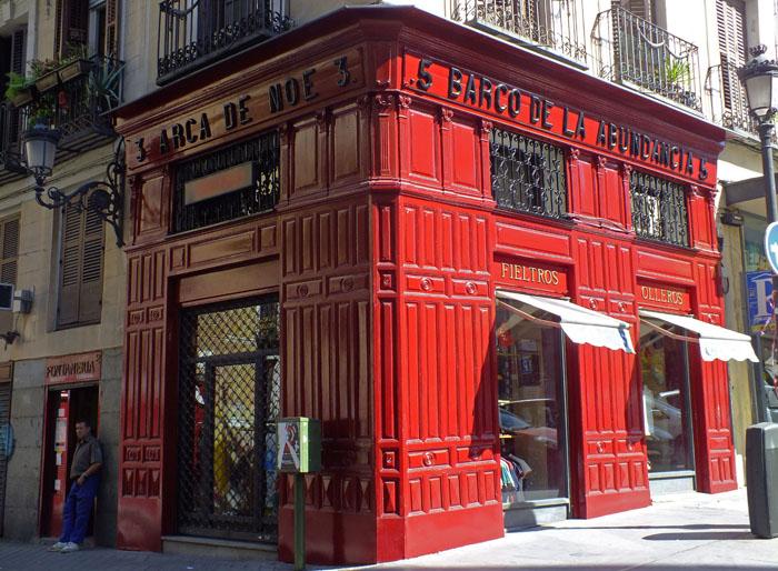 Foto van rode winkel in Madrid