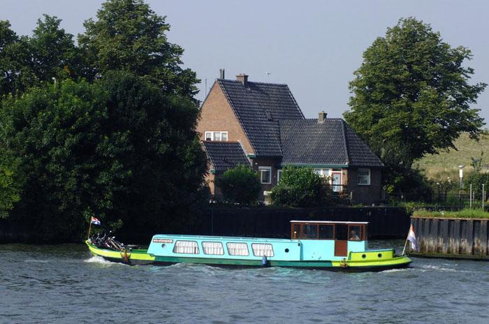 Foto van boot op kanaal