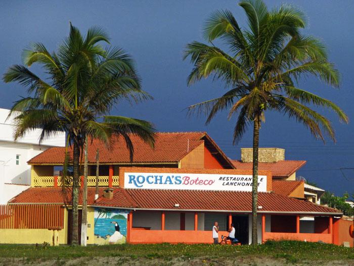 Foto van café/bar met palmbomen