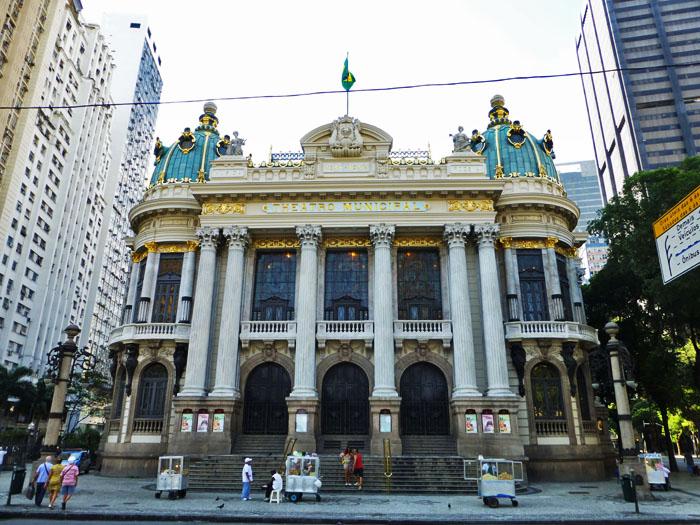 Foto van de gevel van het Teatro Municipal in Rio de Janeiro