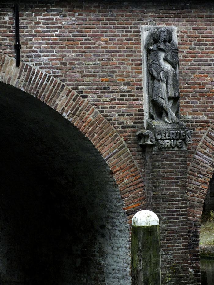 Foto van beeld aan de Geertebrug
