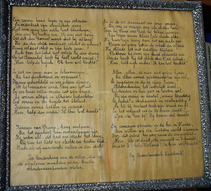 Foto van ingelijst, handgeschreven gedicht