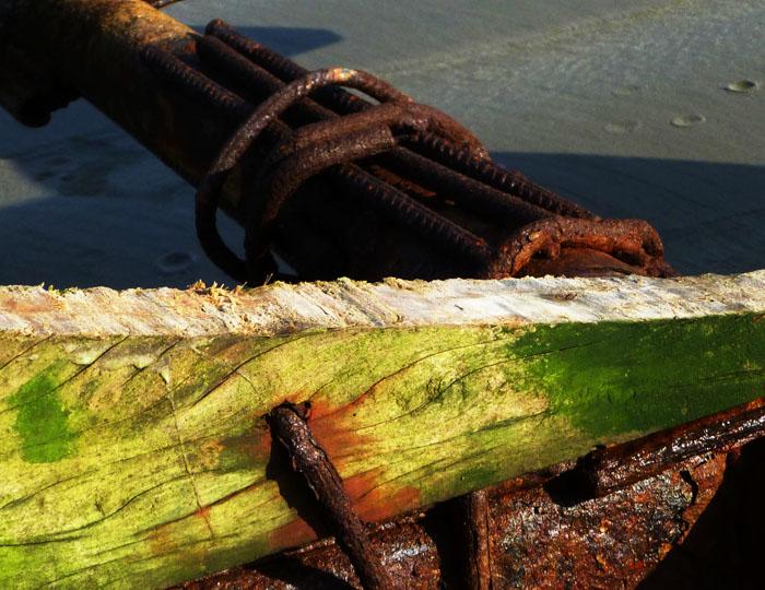 Foto van constructie van hout en staal