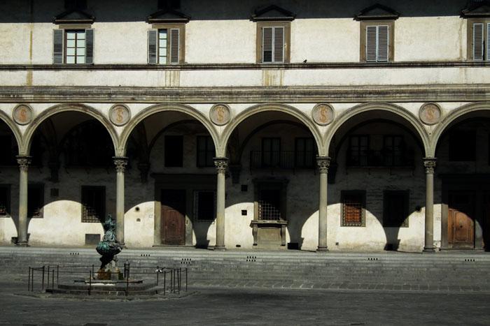 Foto van galerij met bogen