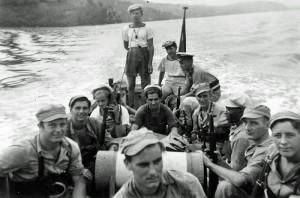 Foto van mariniers in motorsloep