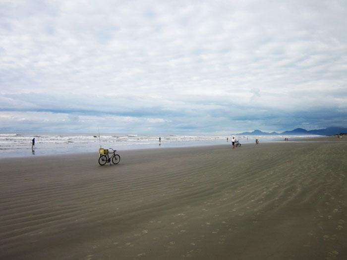 Foto van strand en wolkenlucht