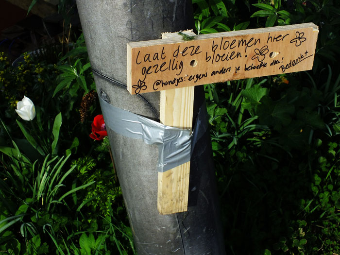 Foto van houten bordje met viltstift beschreven