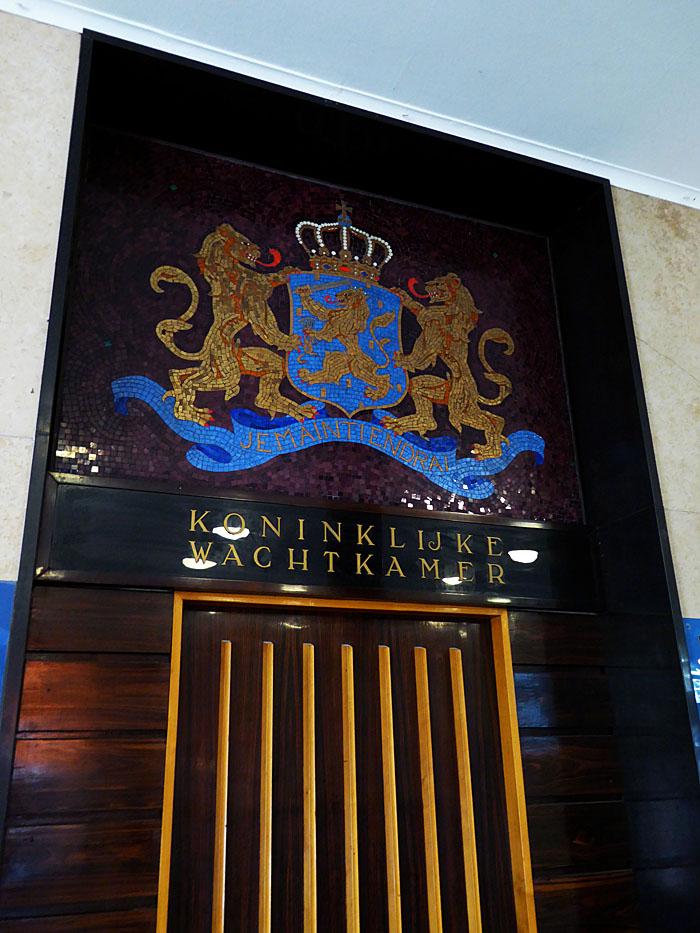 Foto van deur van koninklijke wachtkamer
