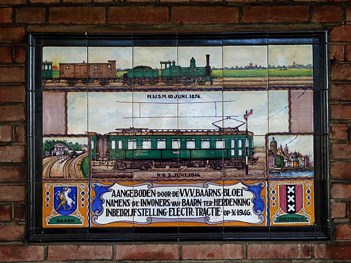 Foto van plaquette station Baarn