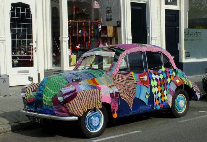 Foto van auto met 'trui'