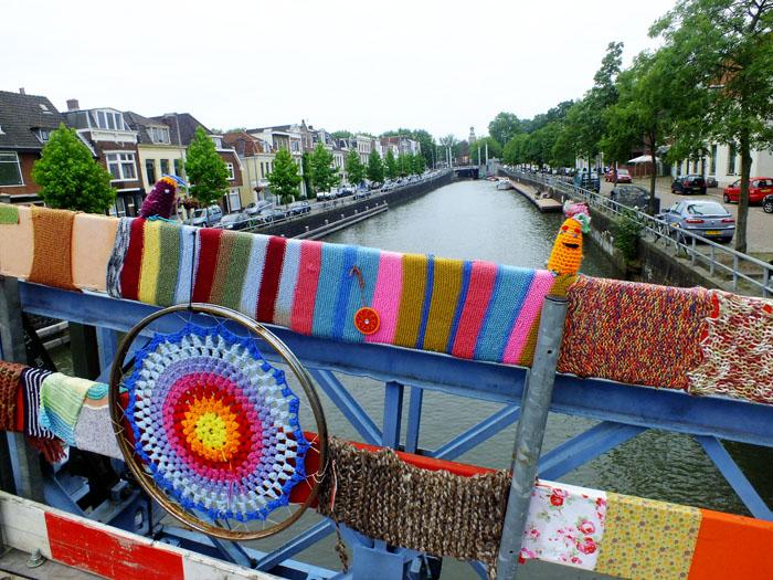Foto van brug met 'trui'
