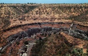 Foto van het grottencomplex van Ajanta