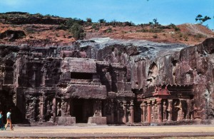 Foto van buitenkant van de grotten van Ajanta