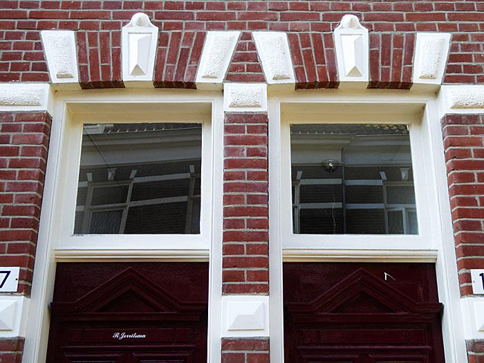 Foto van ramen boven deuren
