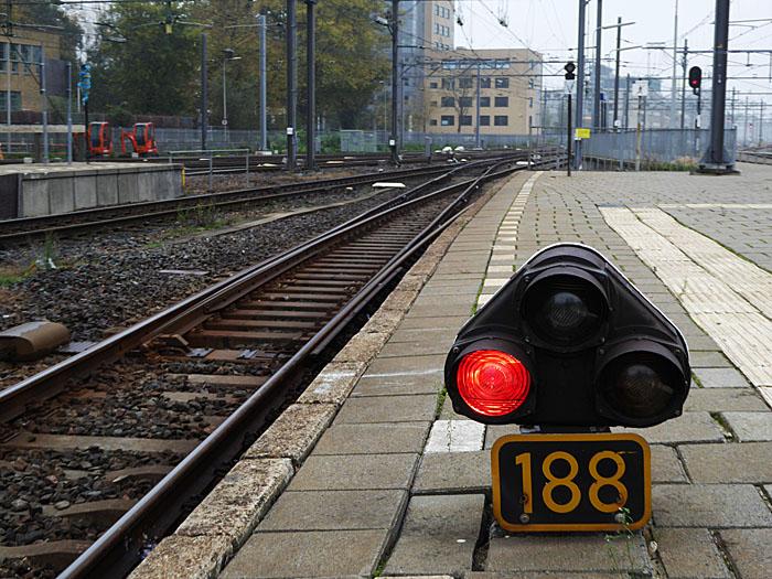 Foto van een dwergsein op station Utrecht Centraal