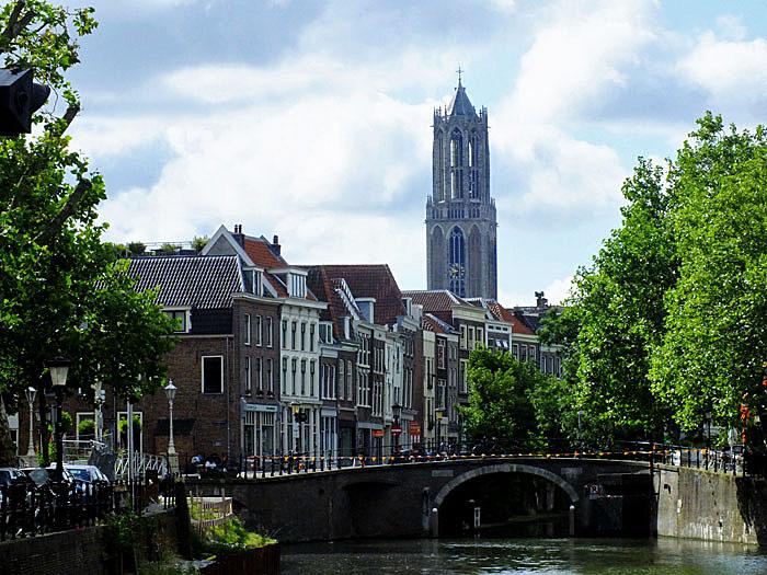 Foto van Oudegracht en Domtoren