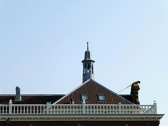 Foto van dak, balustrade en torentje