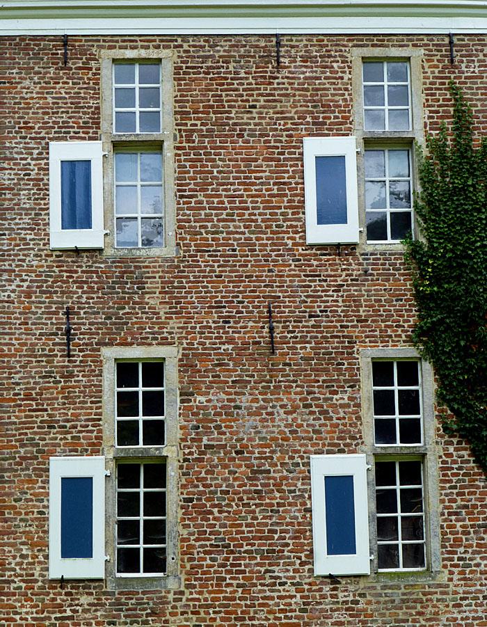 Foto van vensters met luiken