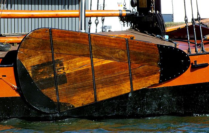 Foto van zijzwaard van een boot