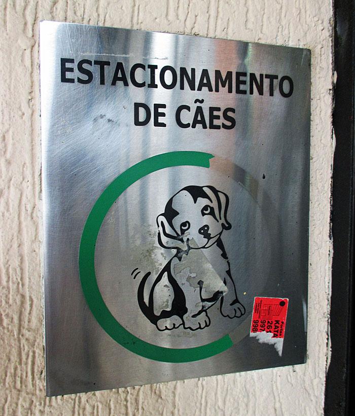Foto van bordje 'hondenparkeerplaats'