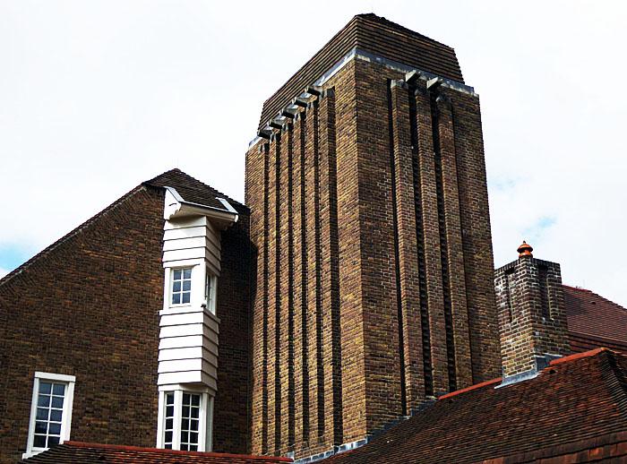 Foto van deel van bruin bakstenen gebouw