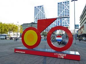 Foto van gestileerde fiets op plein