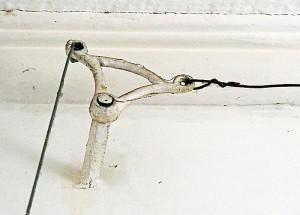 Foto van scharnier met kabels