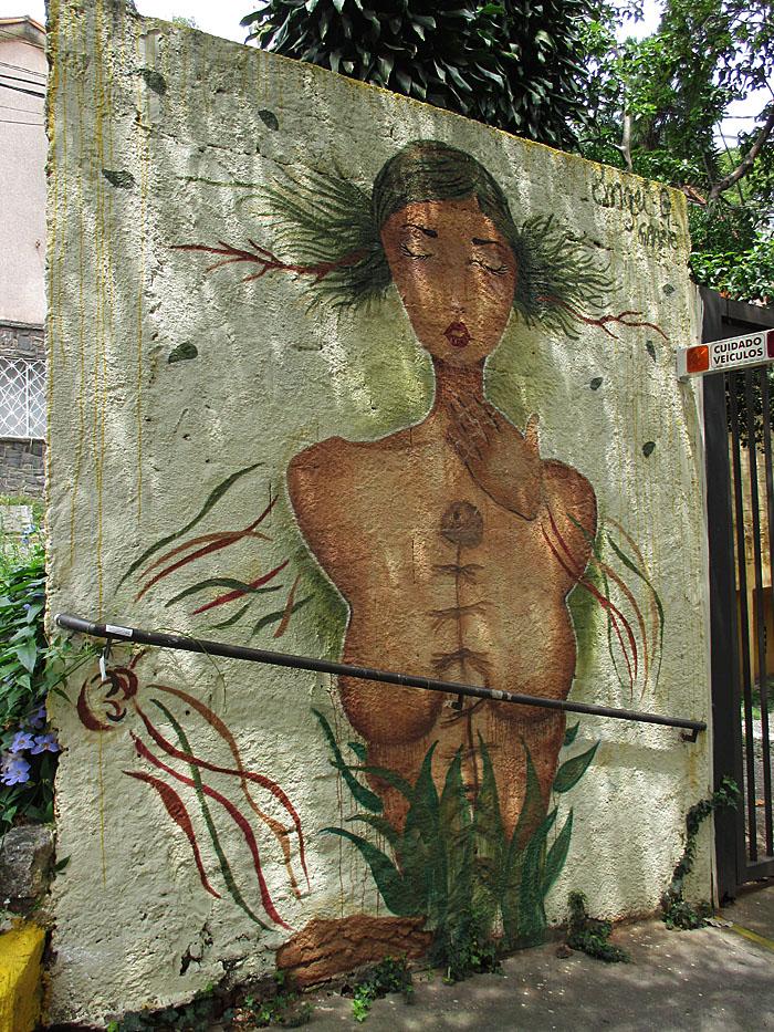 Foto van afbeelding van vrouw op muur