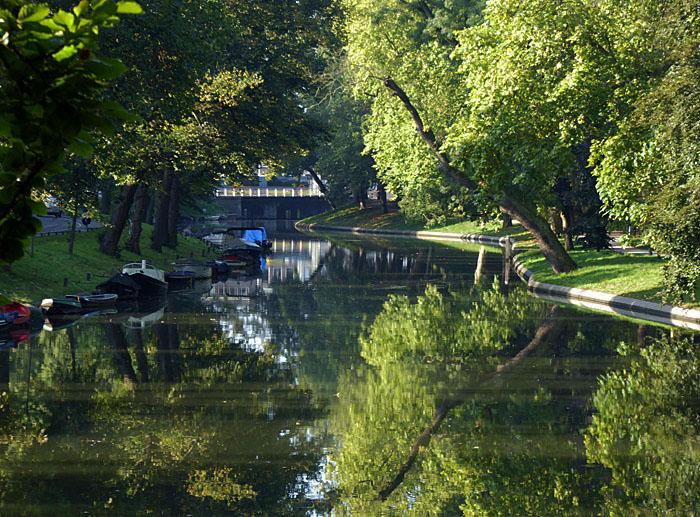 Foto van Maliesiingel met bomen en reflectie in water