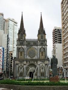 Foto van basiliek en fontein
