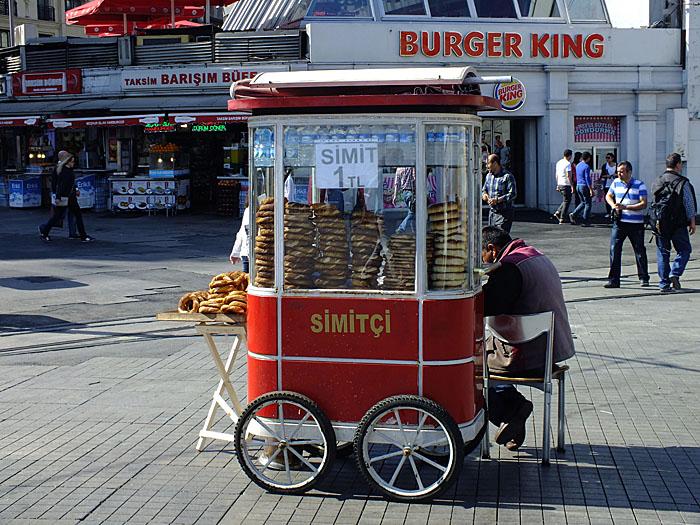 Foto van rood karretje voor verkoop van eten