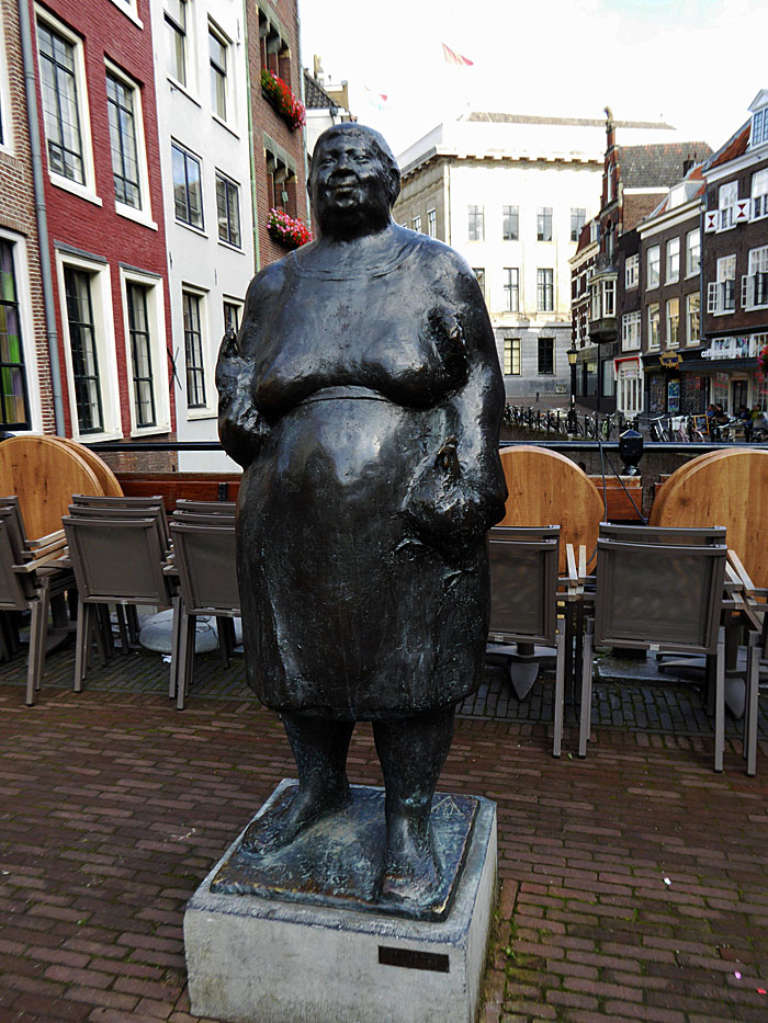Foto van standbeeld van marktvrouw