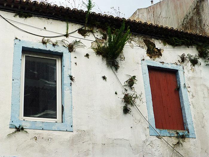 Foto van ramen van oud huis