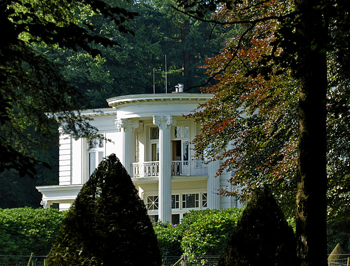 Foto van landhuis in bos
