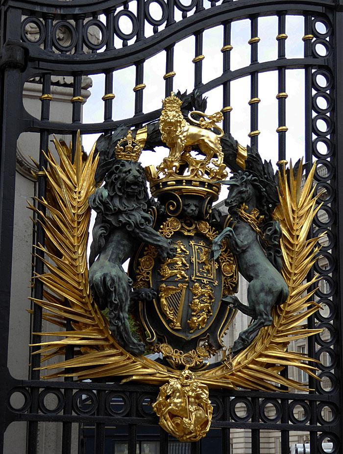 Foto van versierd hek