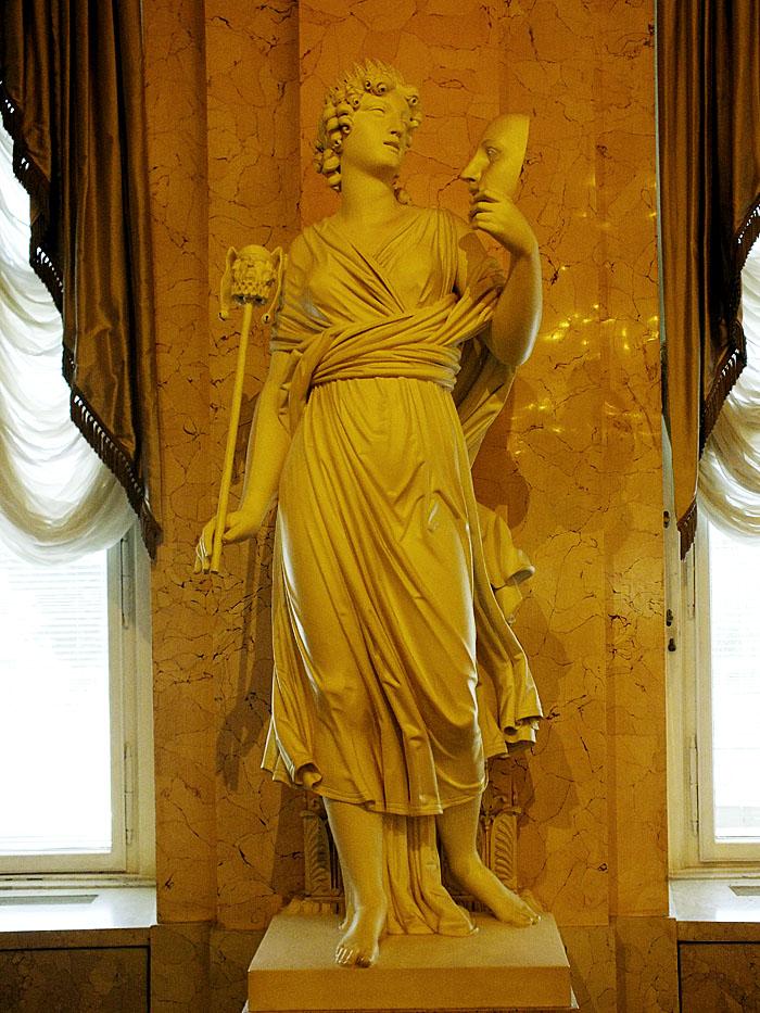 Foto van standbeeld van muze