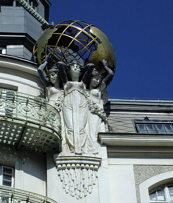Foto van beeld van vrouwen met wereldbol